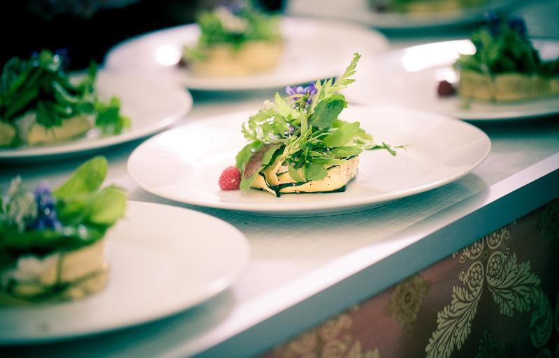 Zweiter Gang: Zucchinitürmchen mit Cashewricotta